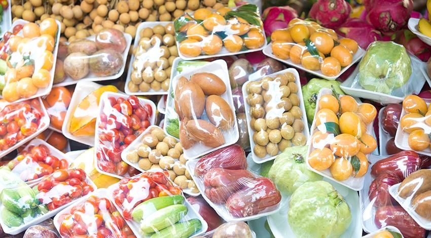 Alimentos envueltos es plástico