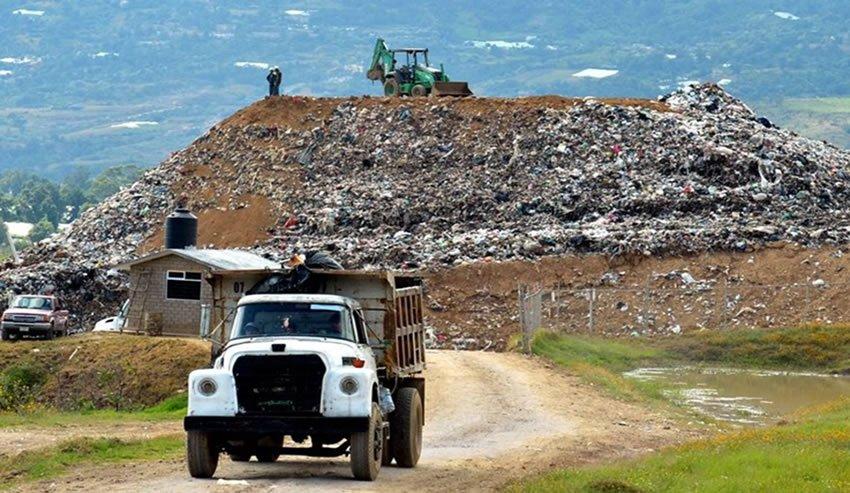 Los tiraderos de basura a cielo abierto no cumplen con las leyes y normatividad. Son un riesgo para las comunidades locales y el medio ambiente.